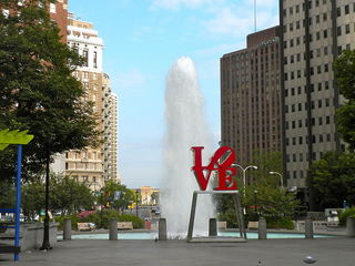 800px-LOVE_Park_Philly.JPG